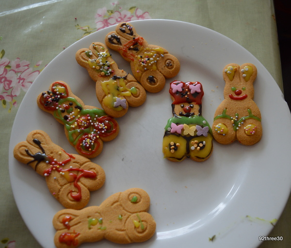 easter bunnies decorated with icing