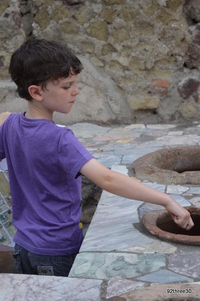 Roman cooking pots thermopolium Herculaneum