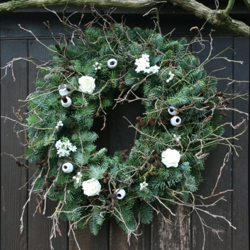White wreath image