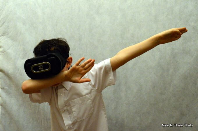 dabbing with VR headset